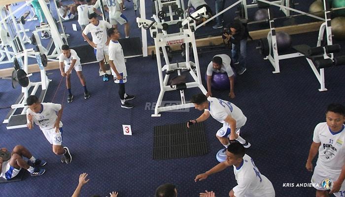Jaga Motivasi, Robert Uji Fisik Skuat Maung Bandung di Pusat Kebugaran