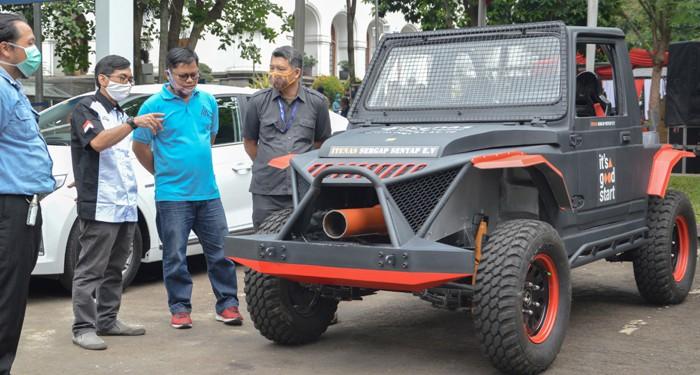 Kendaraan Listrik Sergap Senyap Itenas Bandung Meriahkan Peringatan Hari Listrik Nasional