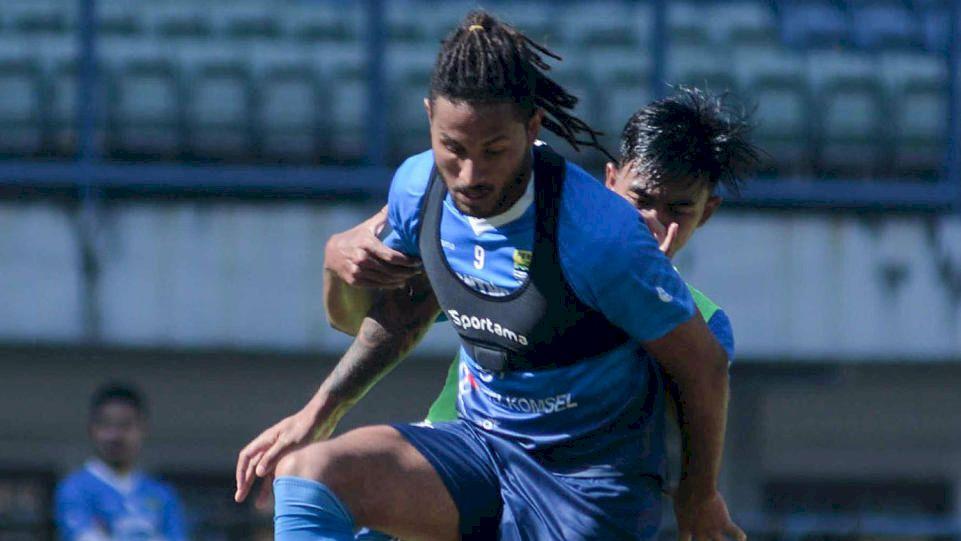 HT: Meski Dominan, Persib Belum Mampu Getarkan Gawang Sriwijaya FC